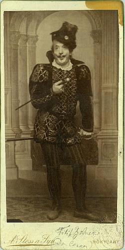 Na snímku v roli Dona Cesara ze Schillerovy hry Nevěsta messinská, uchovávaném ve sbírkách Národního muzea vPraze